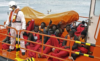 Trece inmigrantes rescatados en el Estrecho