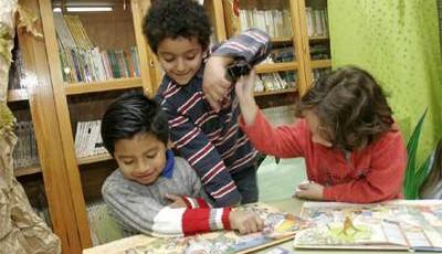 Alumnos del colegio madrileño Ciudad de Badajoz, en la biblioteca