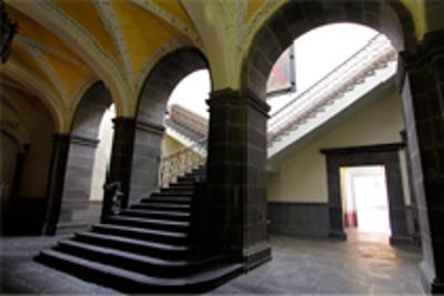 Imagen de escalinata de la BUAP