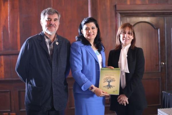 Foto de la presentación de la Guía