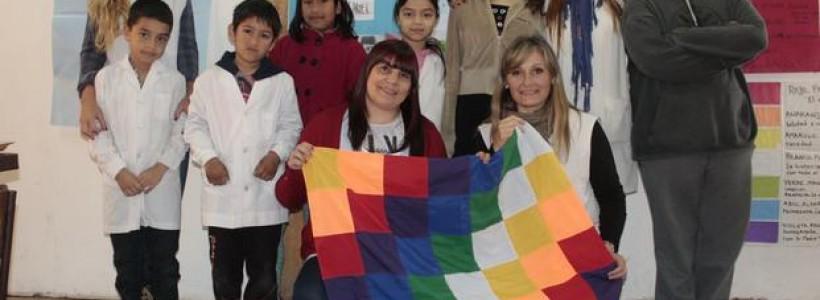 Imagen de un grupo de alumnos y sus profesoras