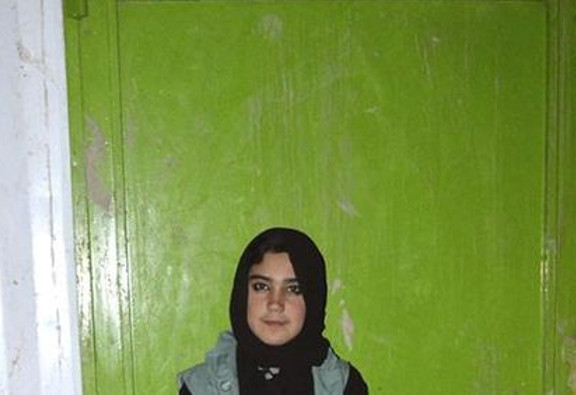 Imagen de Aziza, la niña que ayuda a los refugiados