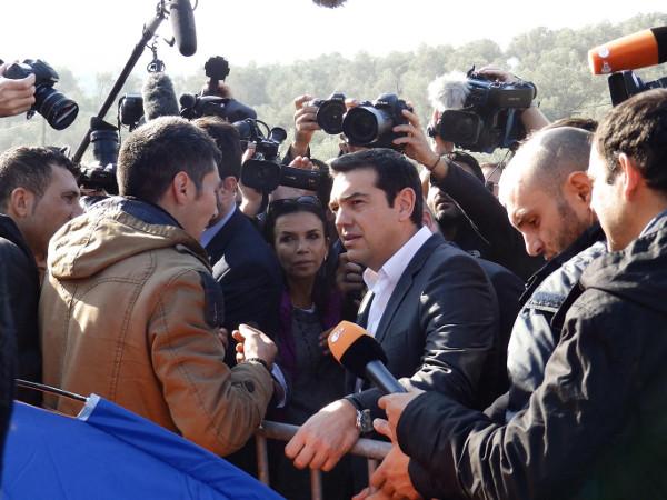 Imagen del primer ministro griego en Lesbos
