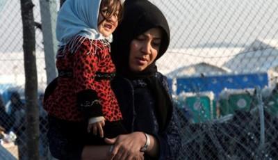 imagen de una mujer refugiada con una niña