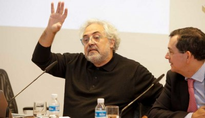 Foto del conferenciante durante la charla