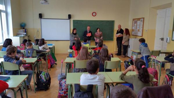 Imagen de la clase y los profesores comenzando el taller