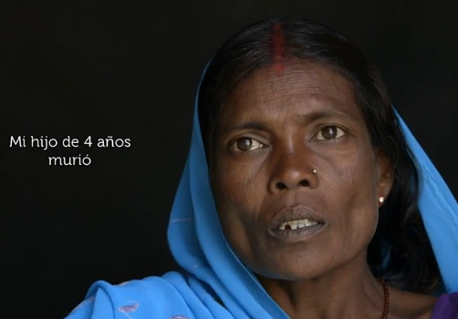 Un fotograma del documental con una mujer india