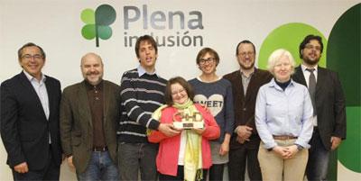 Grupo de miembros de la asociación que han recogido el premio