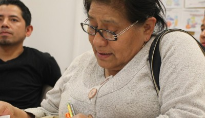 Imagen de una mujer latina en una clase