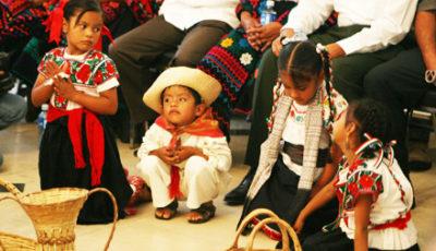 varios nenes indigenas