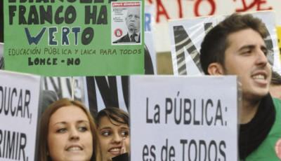 Imagen de una manifestación a favor de la escuela pública