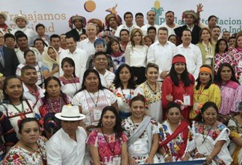 Imagen de un grupo de educadores mexicanos