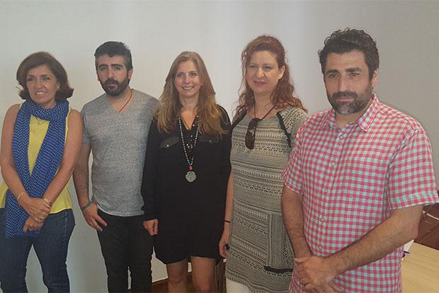 Imagen del concejal de servicios sociales, Rafael del Castillo y otras personas