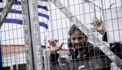 Imagen de un refugiado en un campo griego