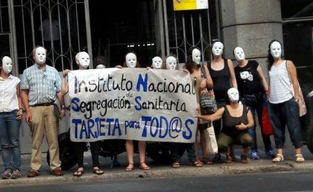 Imagen de un grupo de personas protestando por una sanidad universal