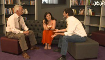 Imagen de los tres personajes que charlan