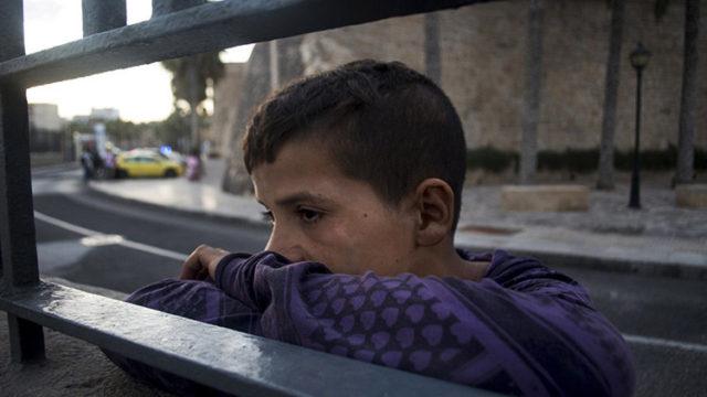 imagen de un joven inmigrante