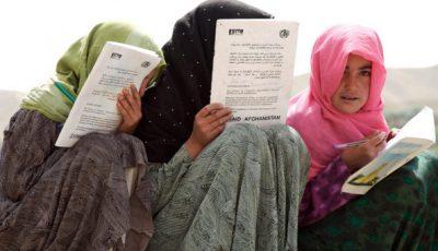 Tres estudiantes con hijab