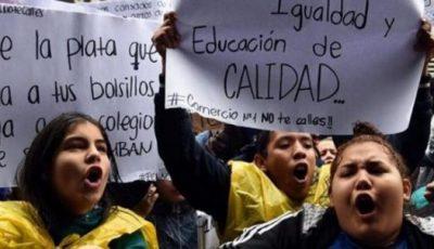 Jóvenes chilenas en una manifestación