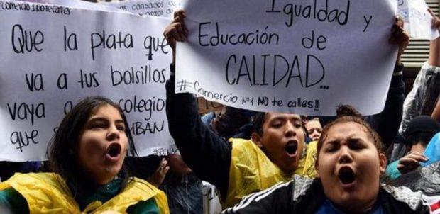 Jóvenes chilenos en una manifestación
