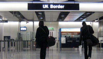 imagen de la aduana de un aeropuerto británico