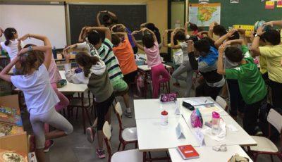alumnos haciendo equilibrios
