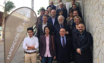 Foto de grupo de los participantes en el Foro