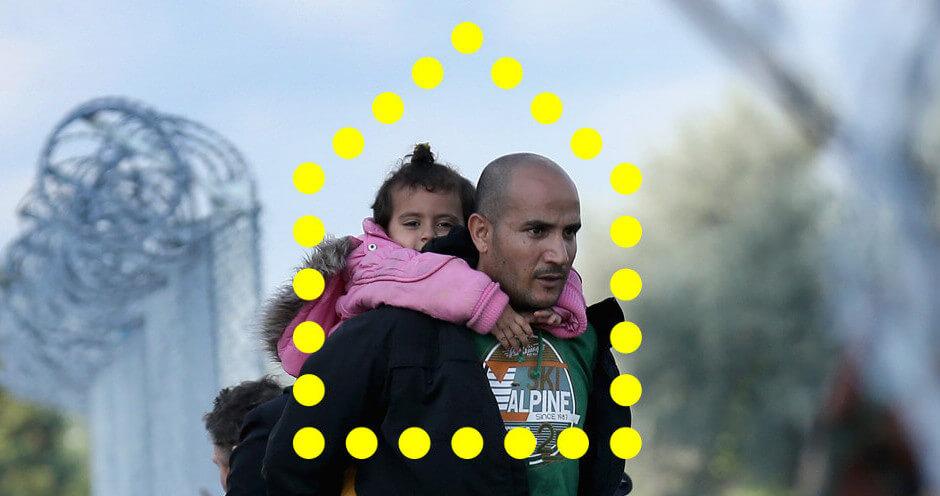 Un refugiado con una niña pequeña en brazos