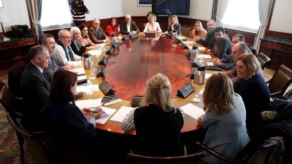 Imagen de la mesa de negociación