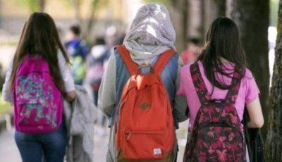 imagen de tres jóvenes extranjeras