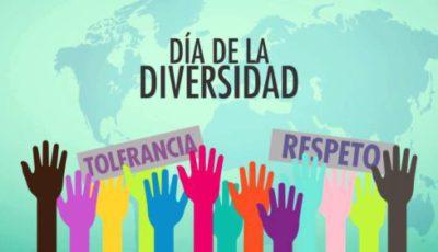 Logo del día de la Diversidad, con manos alzadas y texto