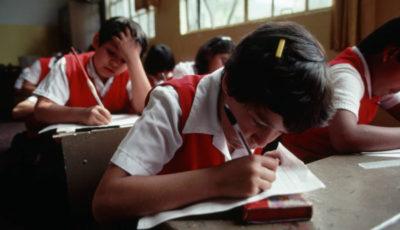 imagen de varias niñas en una clase