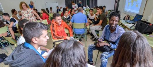 Imagen de la reunión entre alumnos e inmigrantes