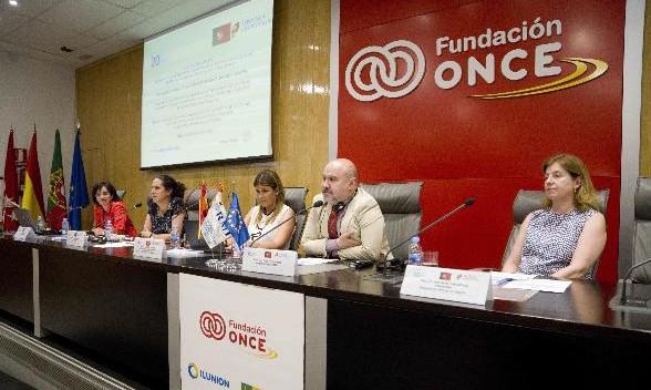 Imagen de la mesa del CERMI en la Fundación ONCE