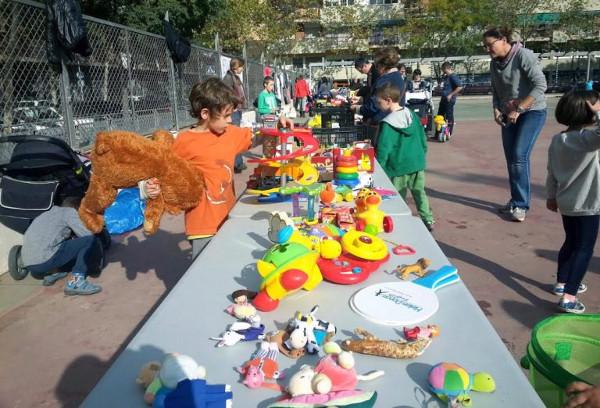 Imagen de un mercado solidario organizado por una AMPA