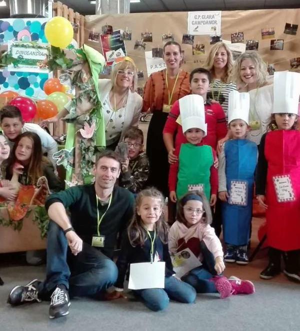 grupo de alumnos y profesores del centro