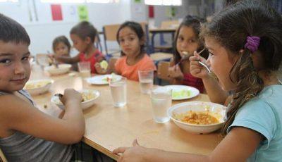imagen de niños en un comedor social