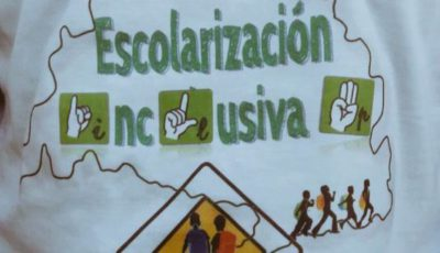 Cartel pidiendo escolarización inclusiva