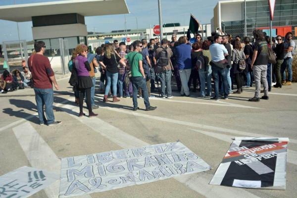 Foto de una concentración frente al CIE de Archidona