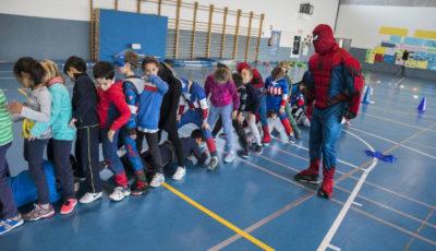 imagen de un profesor vestido de superman