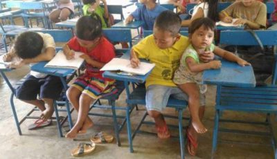 la imagen del niño filipino con su hermana