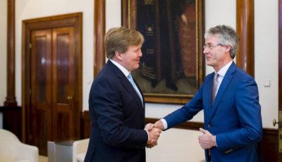 Imagen del rey Guillermo de Holanda con el ministro de Educación