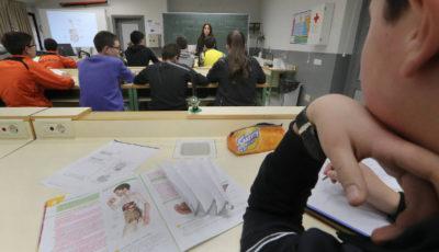 un grupo de alumnos/as en una clase