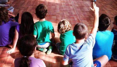 imagen de un grupo de alumnos/as en una clase
