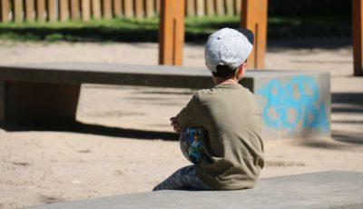 imagen de un niño en un parque