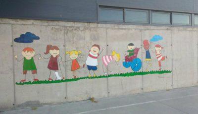 pintada representando a niños de alegres colores
