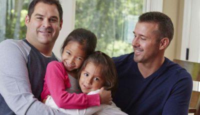 imagen de una familia con dos padres y dos hijos
