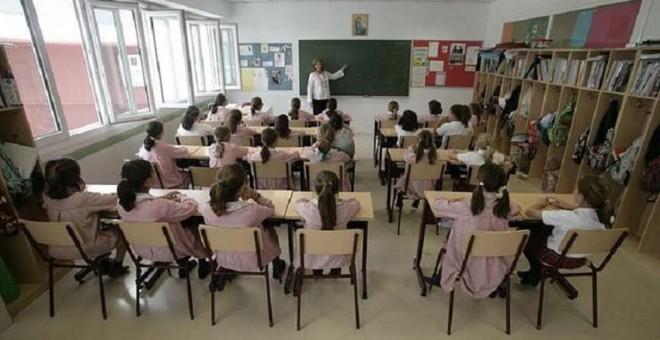 imagen de una clase de niñas