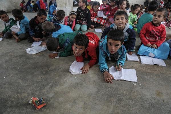 imagen de un grupo de niños refugiados