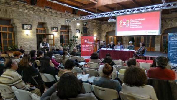 Imagen del salón de actos del Ayuntamiento en una presentación